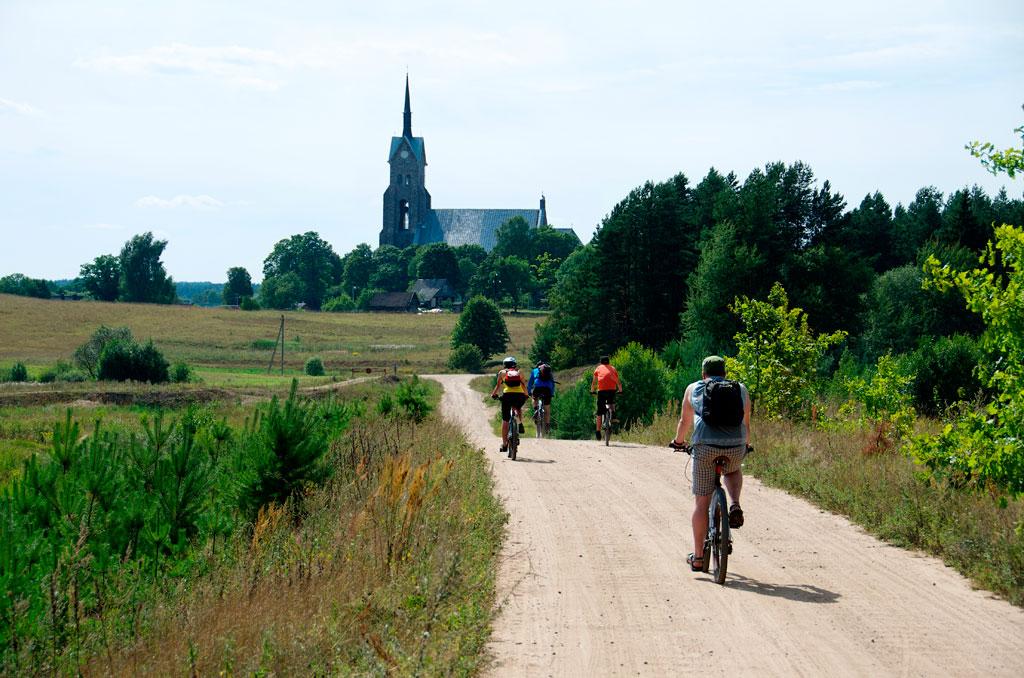 Один из прекрасных способов узнать Литву получше - прогулки на велосипедах