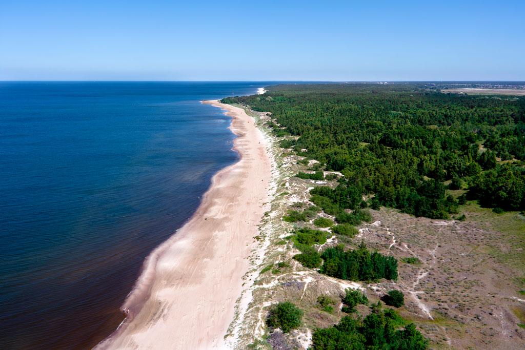 Широкие песчаные пляжи - гордость Литвы