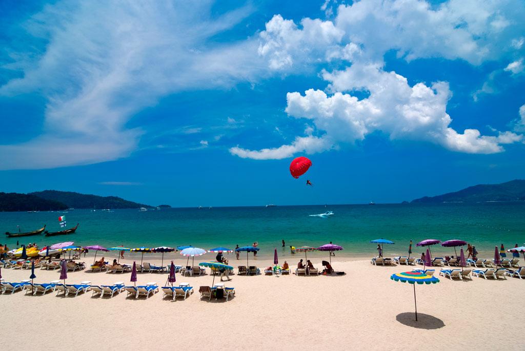На пляже Патонг множество развлечений для туристов