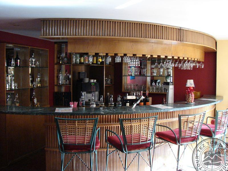 Jimmy'z Bar & Lounge..jpg