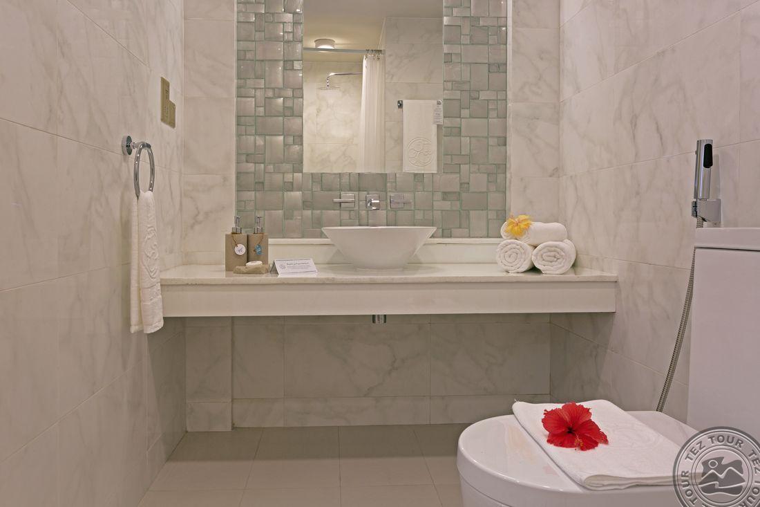 Deluxe Bath-8093.jpg