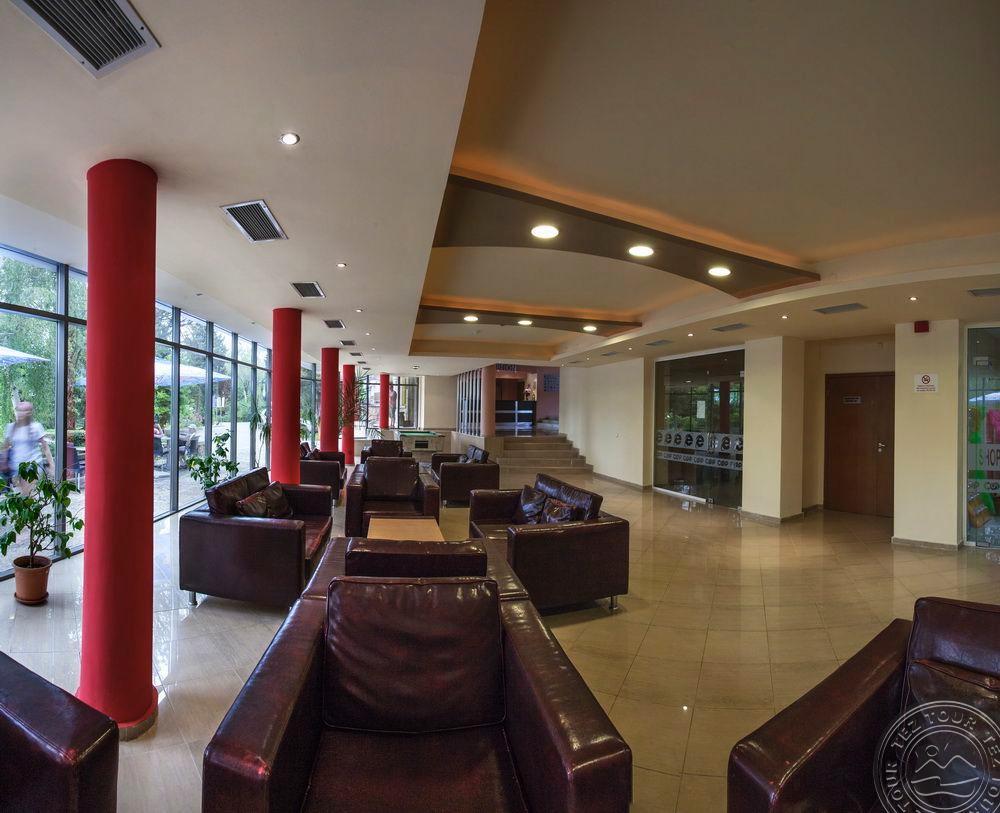 Lobby1644-1650-3.jpg